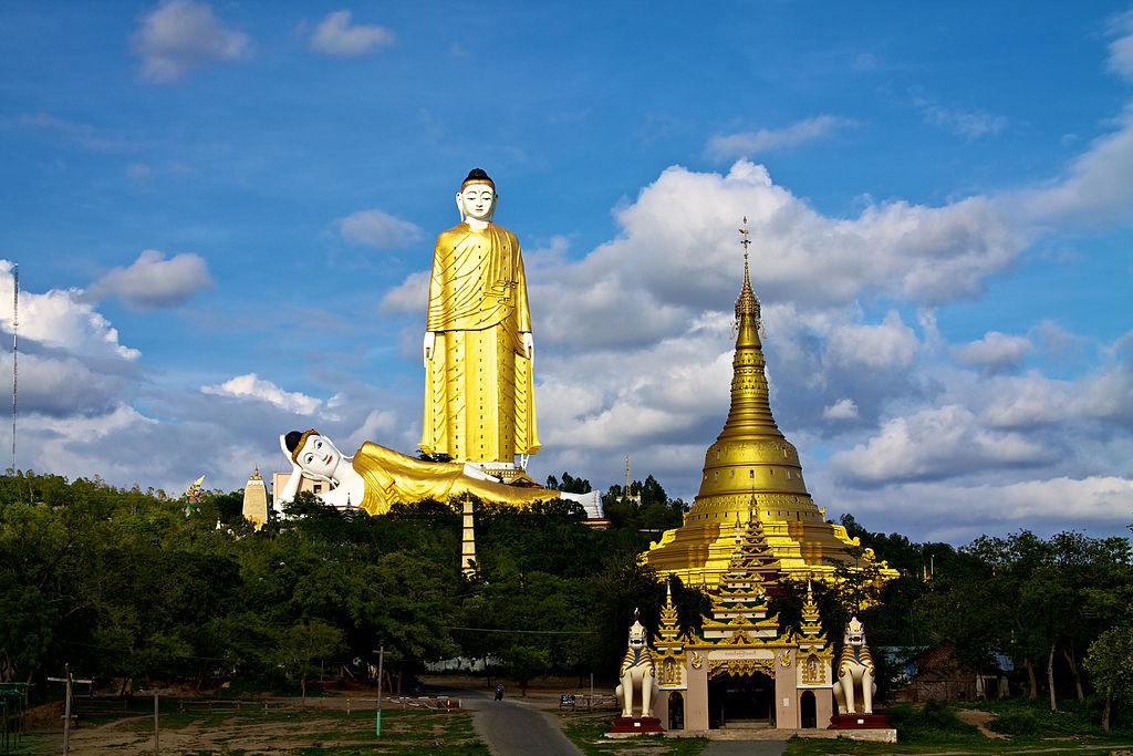 4 Bodhi Tataung,Birma,fot.russavia,CC BY 2.0