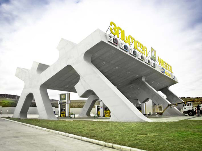 stacja benzynowa_autostrada Gori_Gruzja_Jurgen Meyer H._www.jmayerh.de