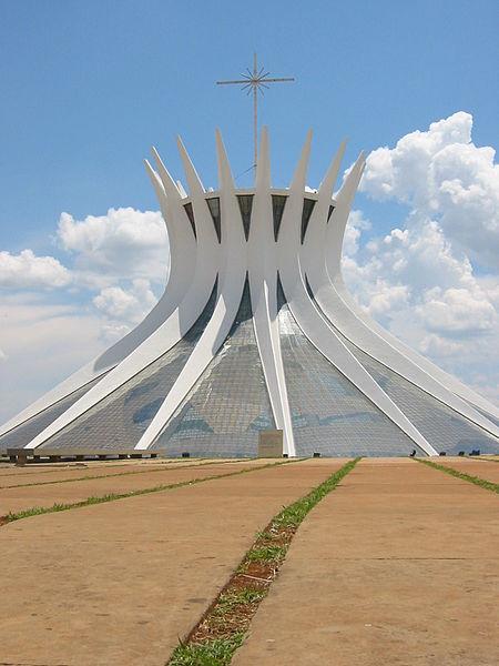 Katedra w Brasilii, proj.Oscar Niemeyer, fot.Ugkoeln, (CC BY-SA 3.0)