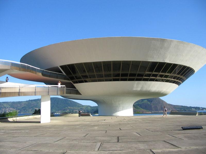 Muzeum Sztuki Wsp¢àczesnej,Niter¢i,proj.Oscar Niemeyer,(CC BY-SA 2.5)