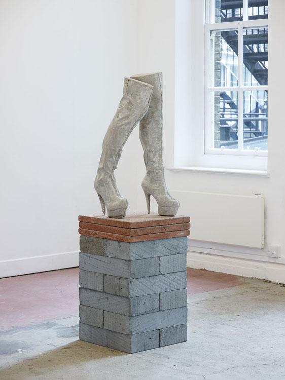 Sarah Lucas, Jubilee, 2012, galeria Sadie Coles, www.sadiecoles.com