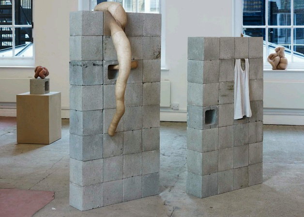 Sarah Lucas, Situation make love, 2012, galeria Sadie Cole,www.sadiecoles.com